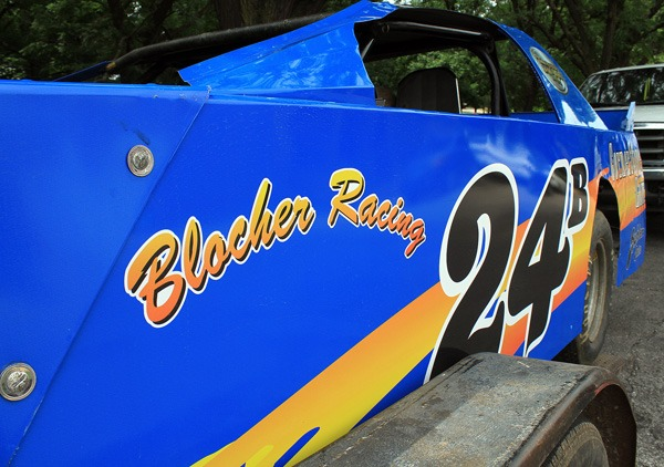 Dave Blocher?s dirt-racing vehicle is a bright blue. Wendy Nugent / The Edge